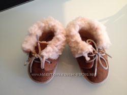Пинетки-ботиночки на овечьей шерсти Marks Spenser