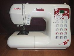 Компьютерная швейная машина Janome DC 4050 в состоянии новой