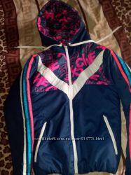 Продам спортивную куртку