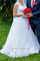 Красивое свадебное платье с ручной работой