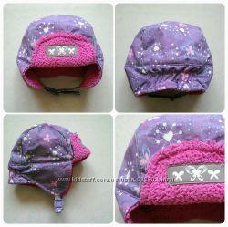 Зимняя фирменная шапочка для девочки