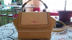 Женская сумочка кроссбоди лимонного цвета из лакированной кожи