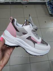 Стильные женские кроссовки на платформе