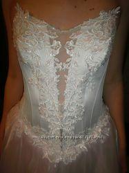 Нежное бело-розовое платье для красивой невесты