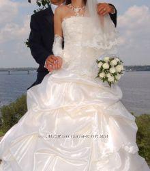 Счастливое свадебное платье 42-46 цвета шампань