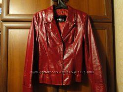 Модный кожаный пиджак