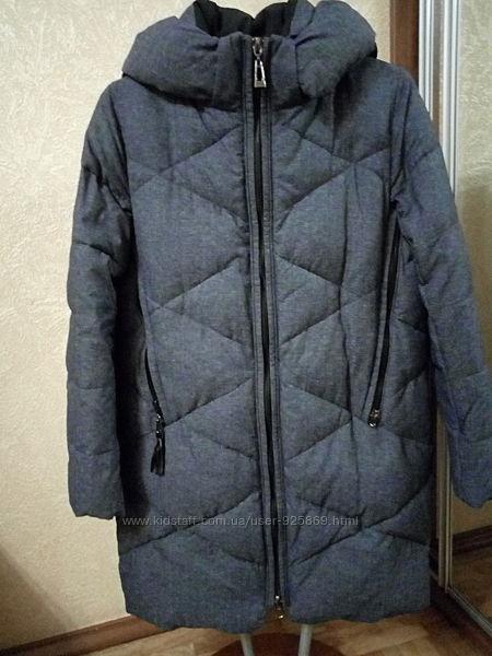 Пальто зимнее на пуху.