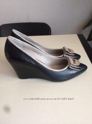 Новые женские туфли кожаные на танкетке 37 размер