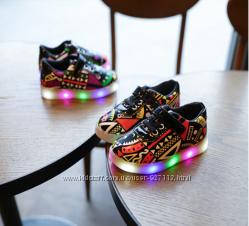 Яркие детские кроссы с LED подошвой