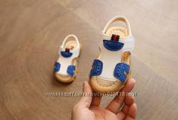 Модные детские босоножки