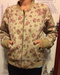 Легкая куртка размер м в розах