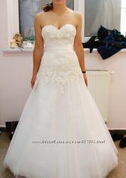 Весільна сукня молочного кольору