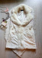 Белая искусственная длинная меховая жилетка с воротником карманами накидка