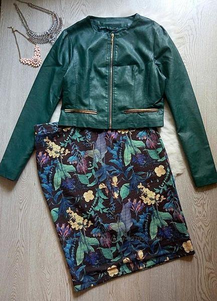 Зеленая короткая куртка кожаный пиджак изумрудная золотой без воротника уко