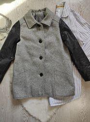 Короткое длинное шерстяное серое утепленное пальто деми