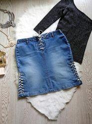 Голубая синяя джинсовая юбка короткая миди со шнуровкой люверсами спереди и