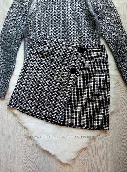 Серая теплая твидовая короткая юбка в черную клетку полоску с пуговицами