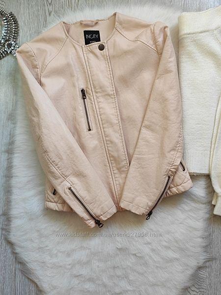 Розовая персиковая бежевая короткая кожаная куртка кожанка косуха с молниям