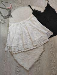 Белая короткая пышная юбка с вышивкой гипюром кружевом с резинкой на талии
