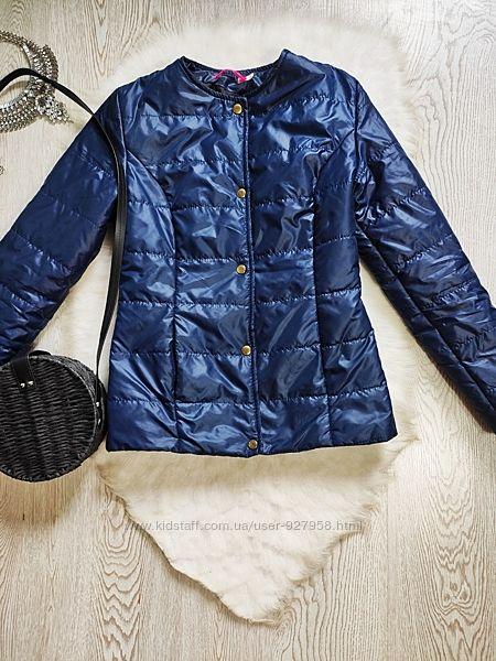 Темная синяя короткая деми куртка на кнопках без воротника с карманами