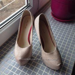 продам красивенные туфли  аля лабутены