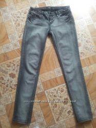 Серые джинсы House Denim