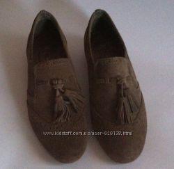 Замшевые туфли с кисточками р. 36