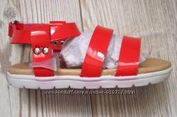 Красивые и удобные новые сандалики