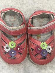 Пинетки босоножки сандалии девочке. новые