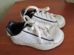 продам кожаные фирменные кроссовки Lonsdale , для маленькой модницы