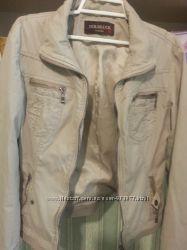 Бежывая куртка