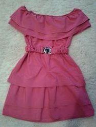 Платье с воланом и открытыми плечами