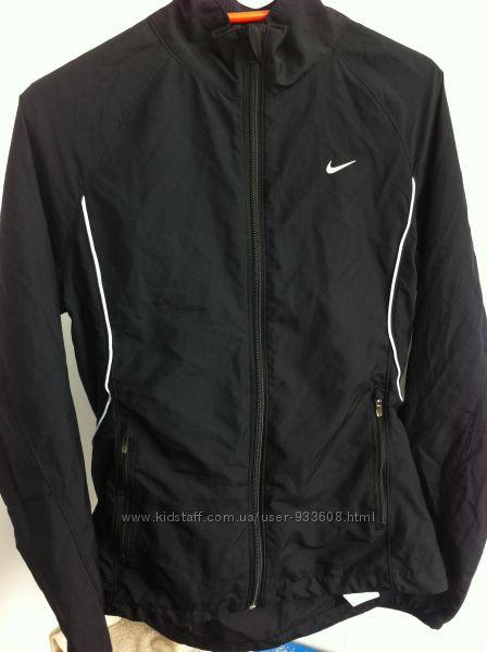 Женская куртка Nike для занятий спортом