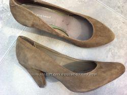 Продам женские туфли фирмы Roberto Santi