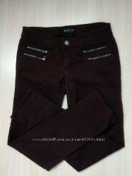 Брюки, джинсы свободного кроя оттенка бордо
