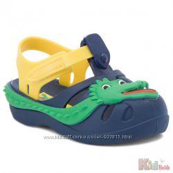 Сандали для мальчика с веселым крокодильчиком Ipanema