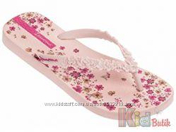 Вьетнамки розового цвета с цветочным принтом для девочки Ipanema