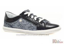 Туфли в сдержанных тонах на шнуровке для девочки Bartek