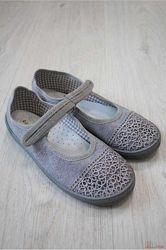 Тапочки серого цвета с кружевом для девочки Nazo