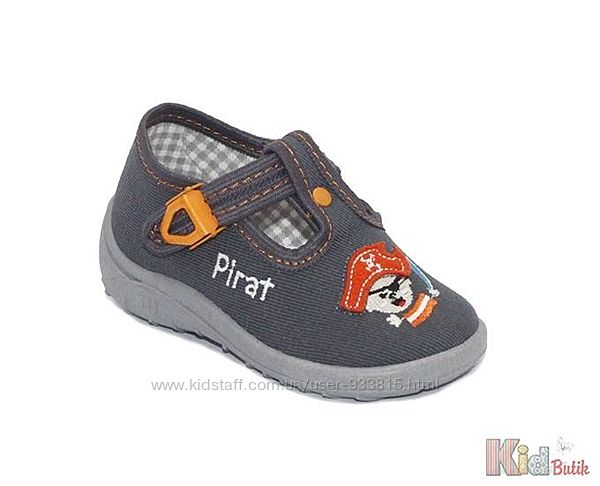 Тапочки для мальчика серого цвета с изображением  пирата Nazo