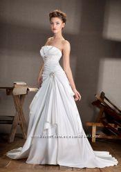 Великолепное свадебное платье из белого атласа