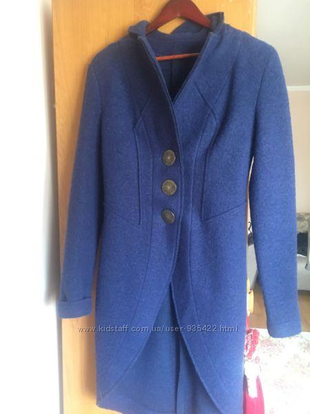 Стильное пальто из натуральной шерсти.