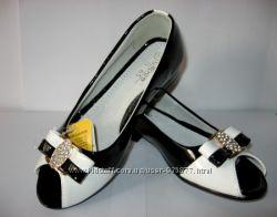 Нарядные черные туфли для девочки, белые красивые туфли