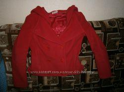 Пальто красное с капюшоном