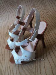 Босоножки Grado кожаные удобные на высоком каблуке белые коричневые кожа