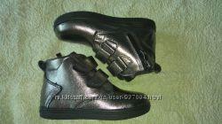 Продам демисезонные  ботинки на девочку из натуральной кожи 23-39р