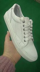 Продам белые кожаные кеды