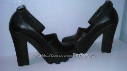 Крутые кожаные туфли на липучке. 37 размер