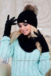 Очень нежный и красивый комплект шапка, шарф-восьмерка и перчатки