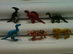 Фигурки мини-динозавров и мини-тигров